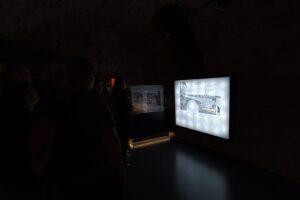 Na zdjęciu widoczna jest interaktywna wystawa